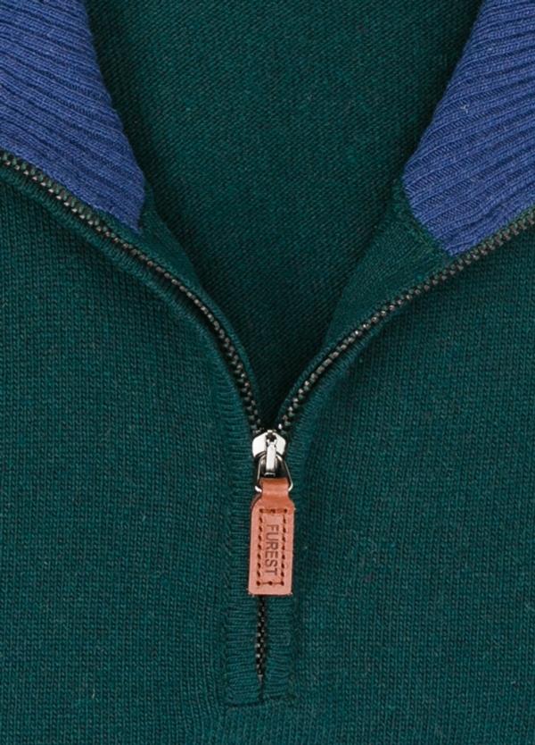 Jersey liso cuello cremallera, color verde, 40% lana merino, 30% viscosa, 10% cachemire