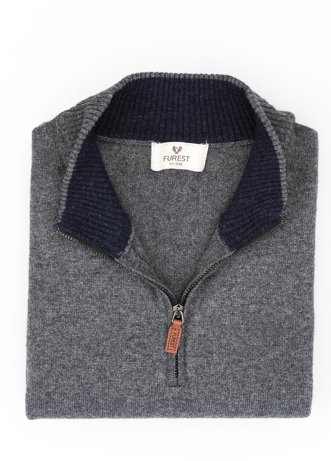 Jersey liso cuello cremallera, color gris marengo, 40% lana merino, 30% viscosa, 10% cachemire - Ítem1