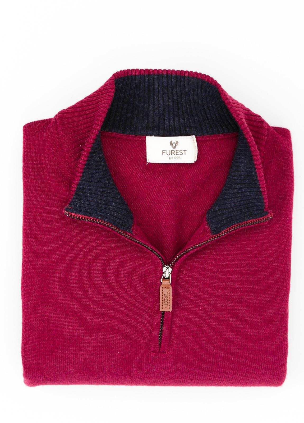 Jersey liso cuello cremallera, color granate, 40% lana merino, 30% viscosa, 10% cachemire - Ítem1