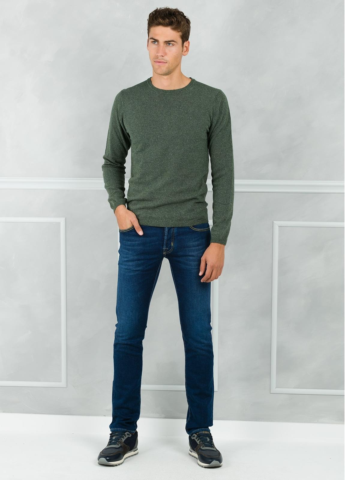 Jersey cuello redondo jaspeado color verde. 50% Lana 25% Seda 25% Nylon - Ítem1