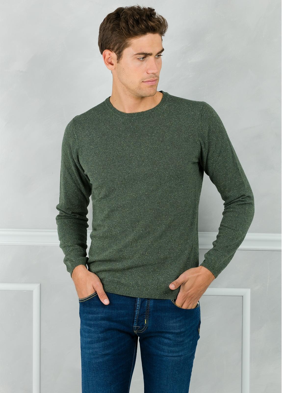 Jersey cuello redondo jaspeado color verde. 50% Lana 25% Seda 25% Nylon