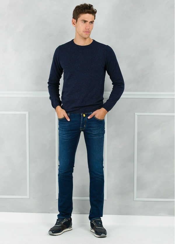 Jersey cuello redondo jaspeado color azul marino. 50% Lana 25% Seda 25% Nylon