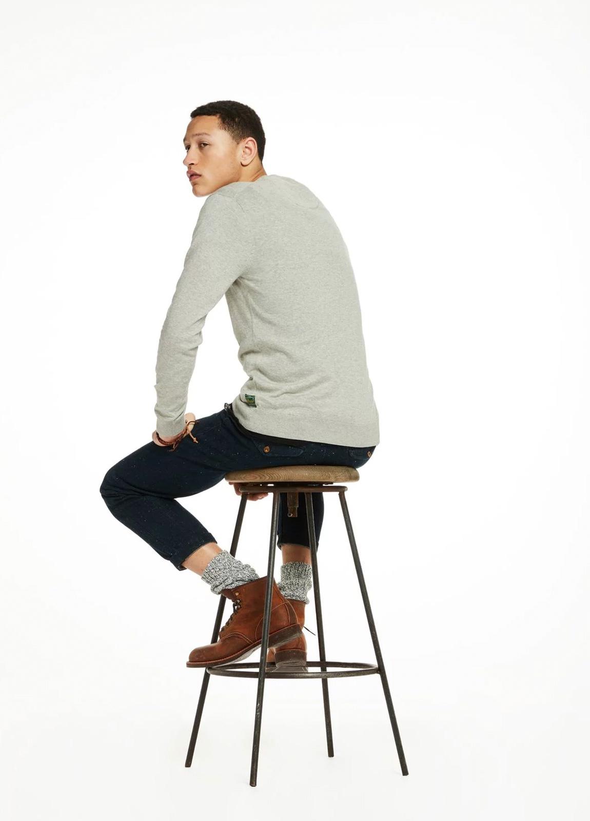 Jersey cuello redondo color gris. 95% Algodón 5% Cashmere. - Ítem2