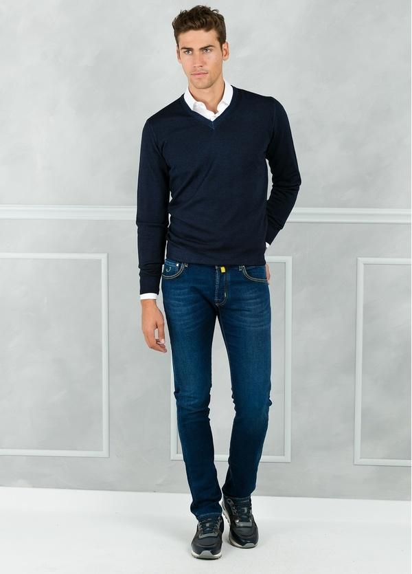 Jersey liso cuello pico color azul marino. 100% Lana merino.