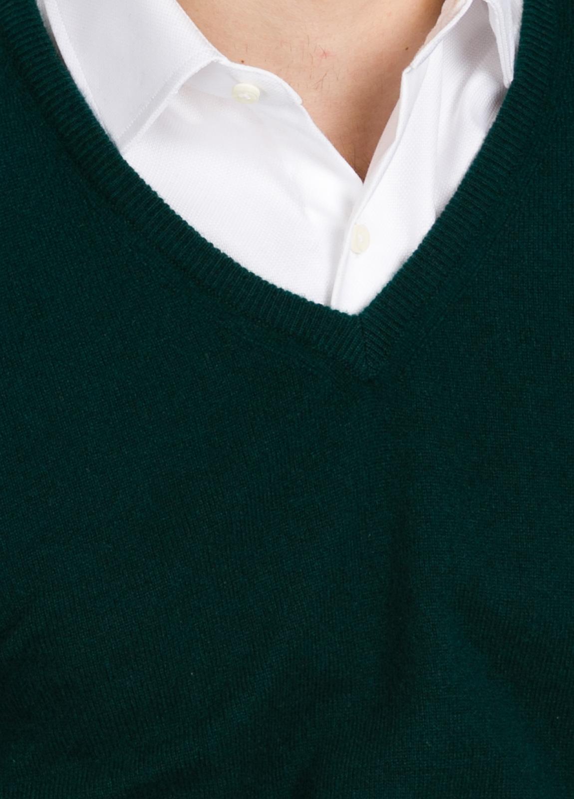 Jersey liso cuello pico color verde, cashmere 100%. - Ítem1