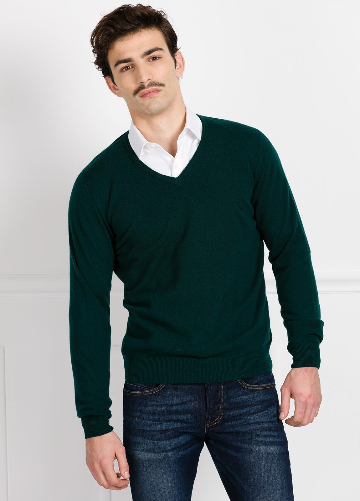 Jersey liso cuello pico color verde, cashmere 100%.