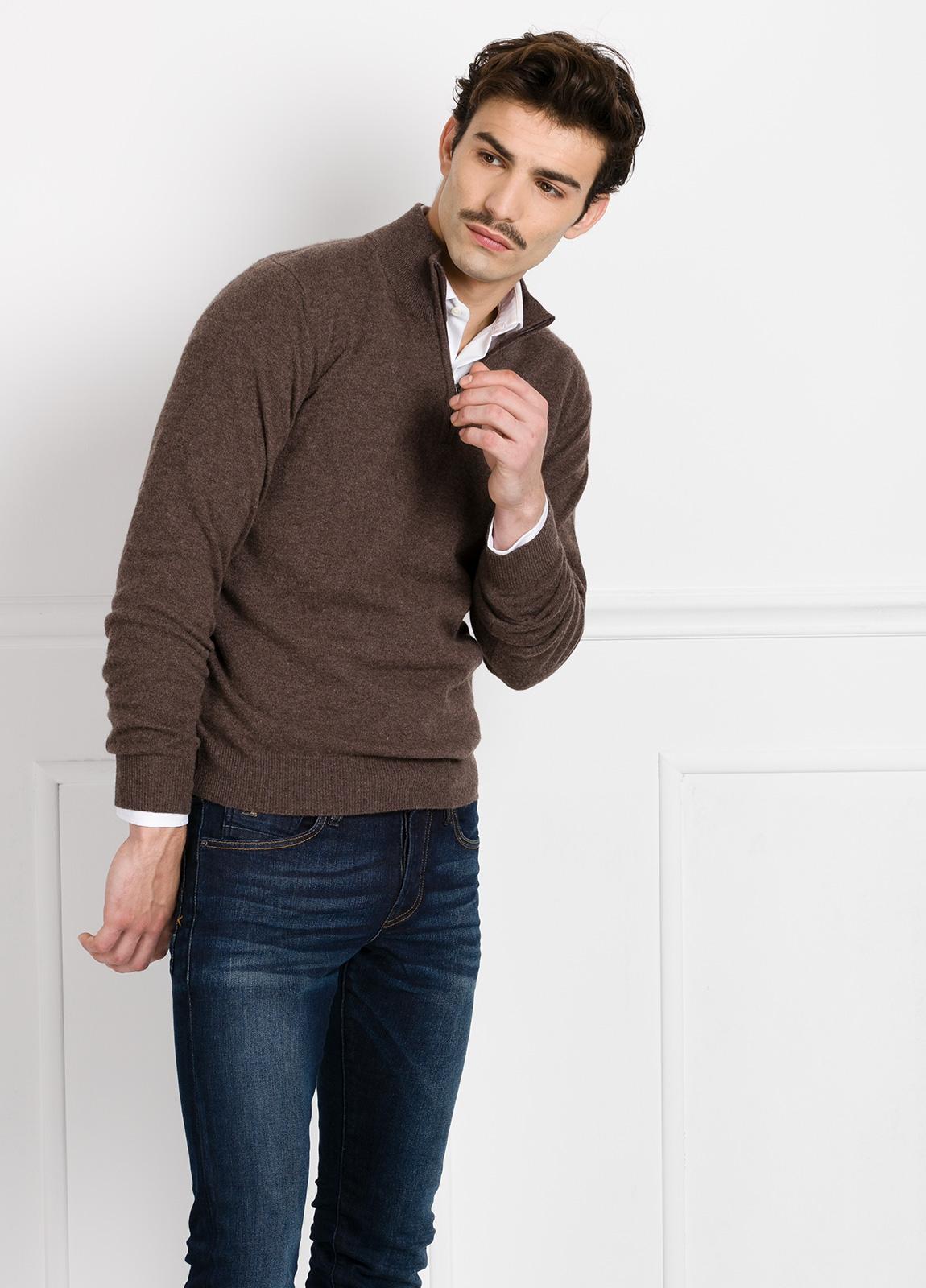 Jersey liso cuello cremallera color vison, cashmere 100%.