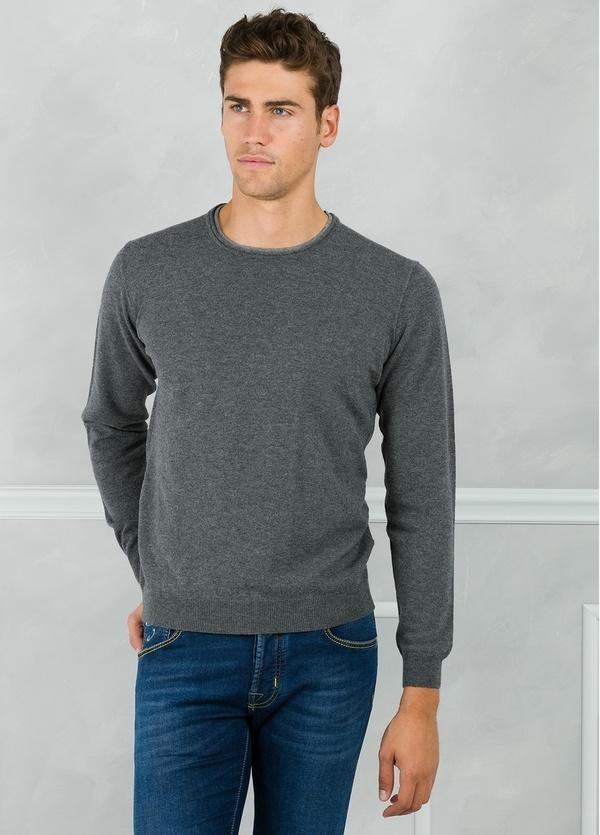 Jersey liso cuello redondo color gris con coderas en contraste. 100% Lana merino. - Ítem2