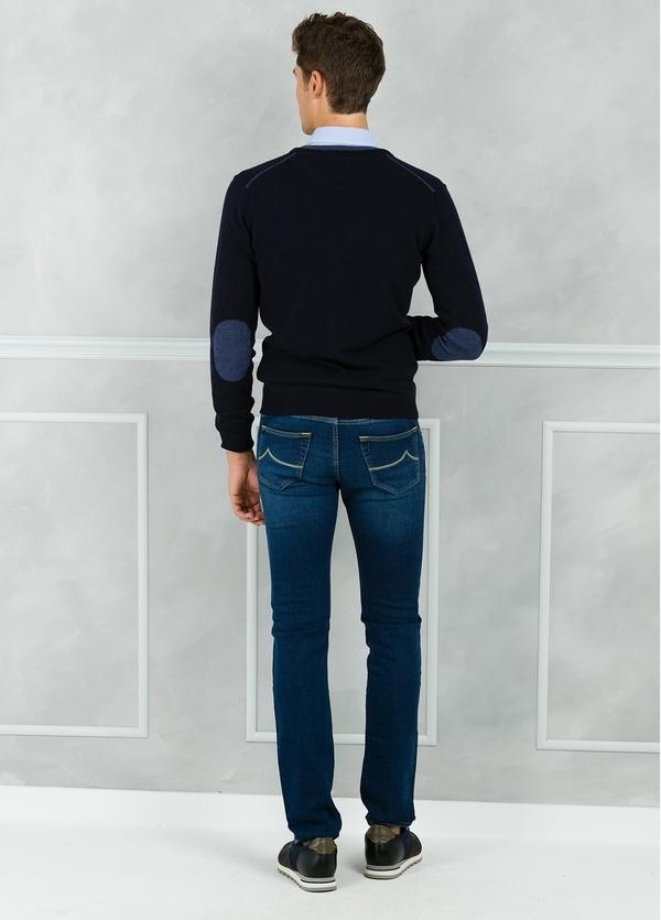 Cardigan botones color azul marino con coderas y tapeta en contraste. 100% Lana merino. - Ítem2