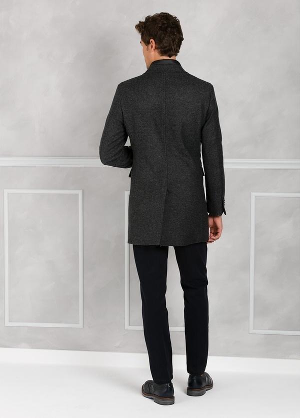 Abrigo tres botones color gris con pecherín interior. 65% Lana 30% Poliamida 5% fibras. - Ítem3