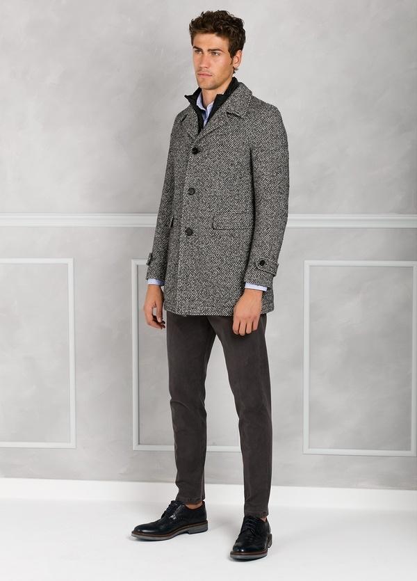 Abrigo jaspeado color gris con pecherín interior. Lana, alpaca y otras fibras. - Ítem2
