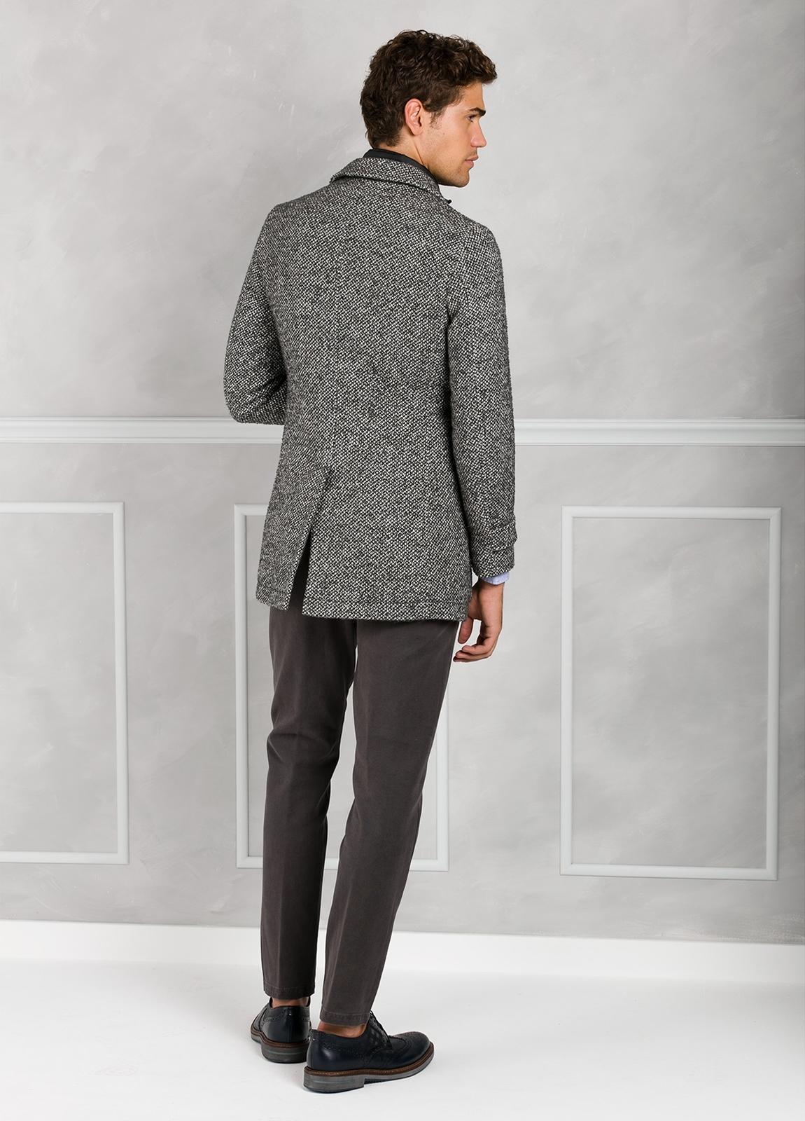 Abrigo jaspeado color gris con pecherín interior. Lana, alpaca y otras fibras. - Ítem3
