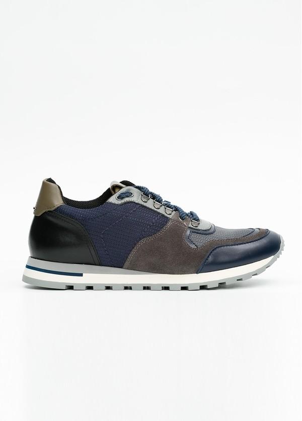 Zapato Sport Wear, color marrón, azul y negro. Combinación de piel, serraje y tejido técnico.