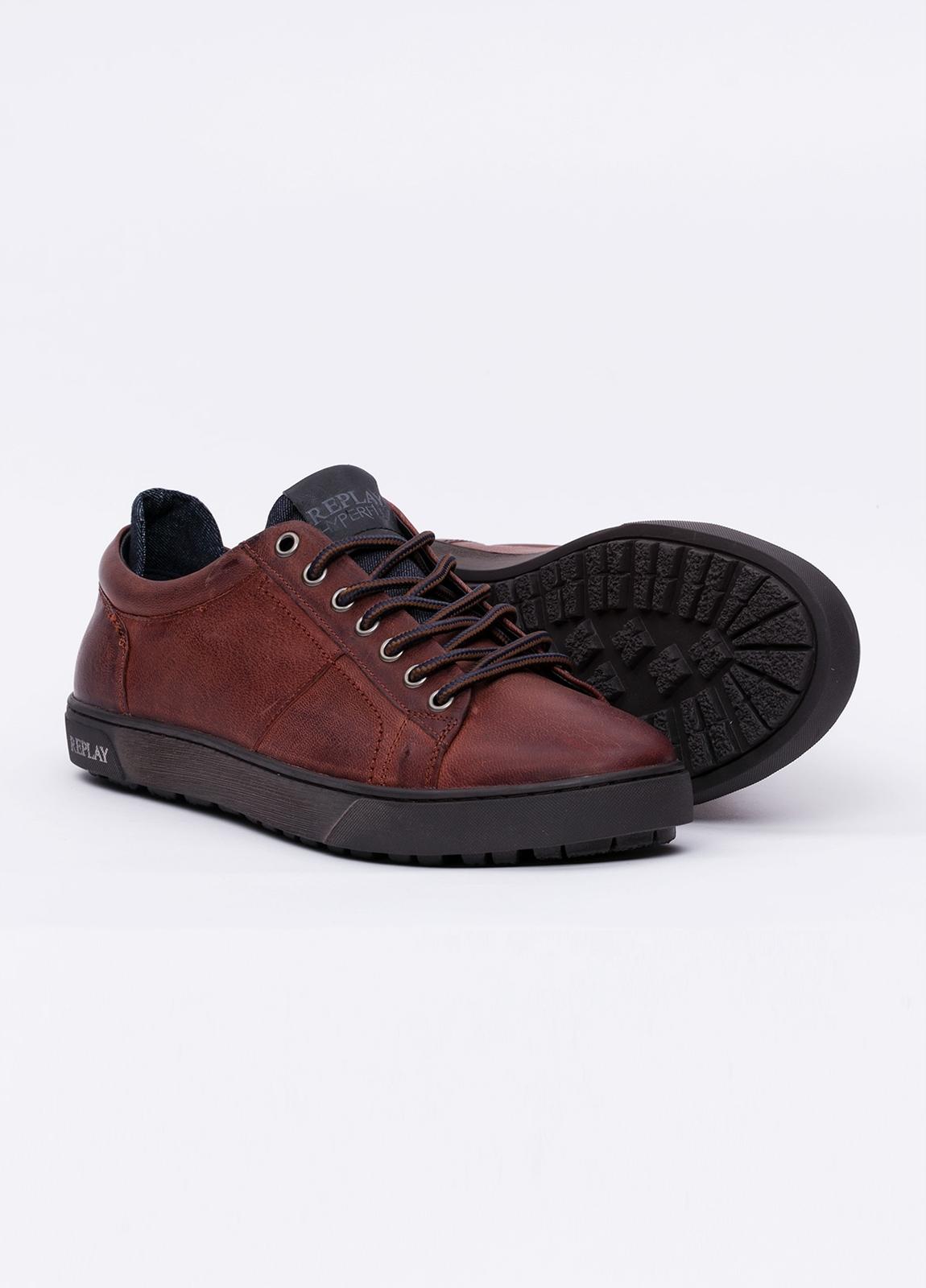 Calzado sport modelo LAREM color marrón. 100% Piel. - Ítem1