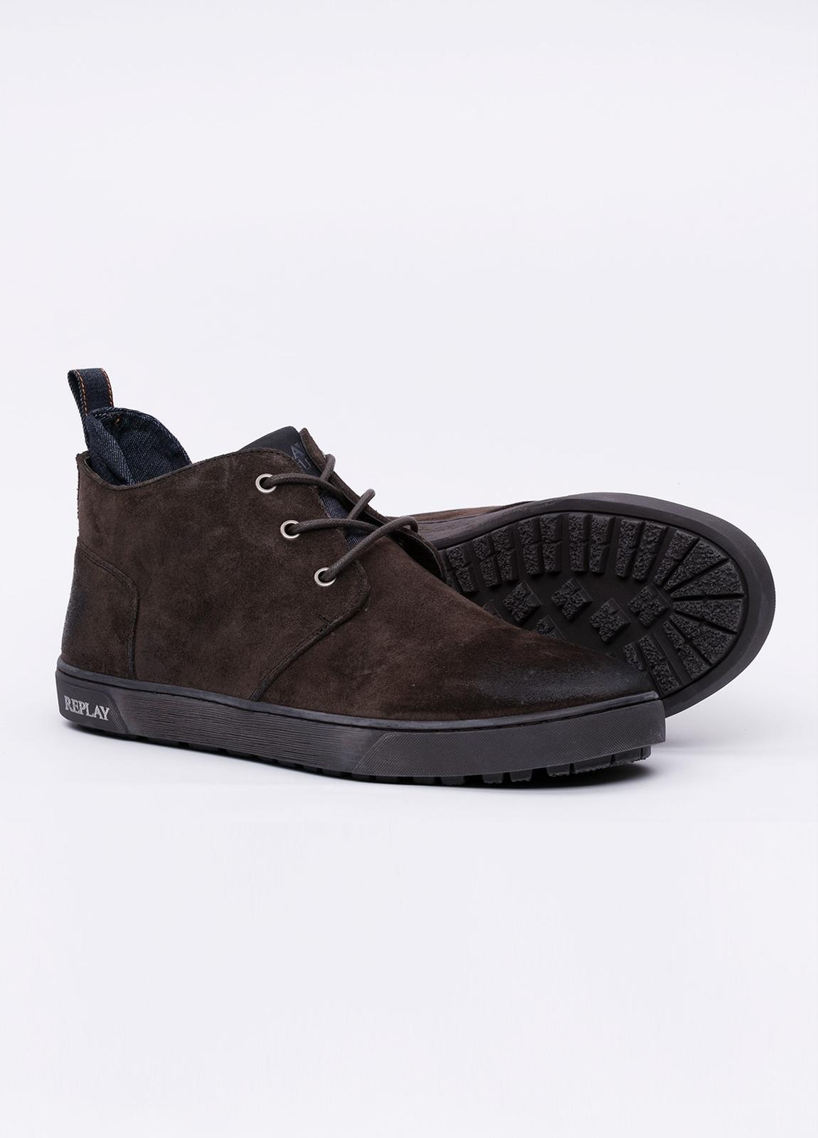 Botín de cordones modelo MALBY color marrón oscuro. 100% Serraje. - Ítem3