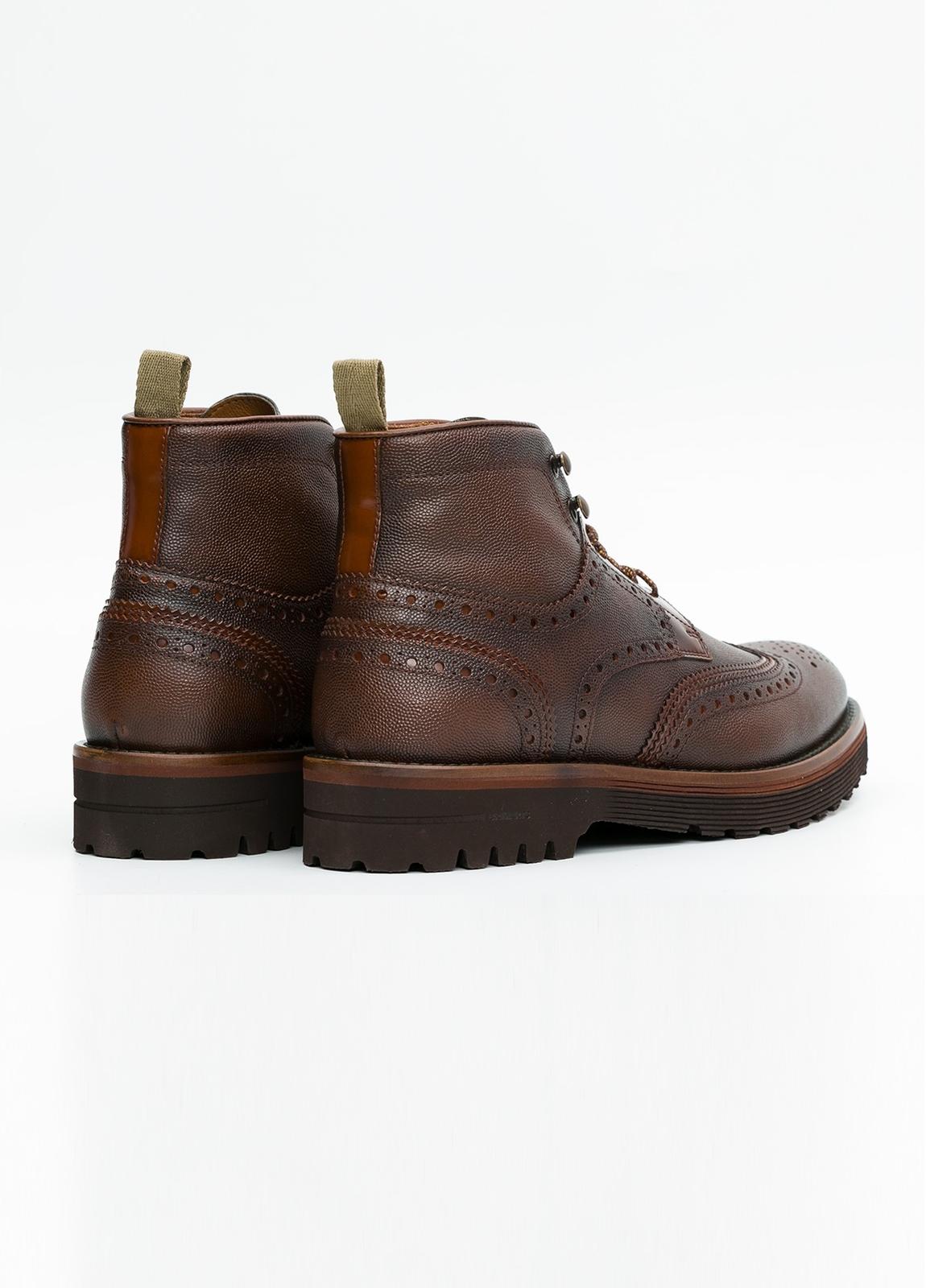 Botín Formal Wear color marrón. 100% Piel troquelada. - Ítem1