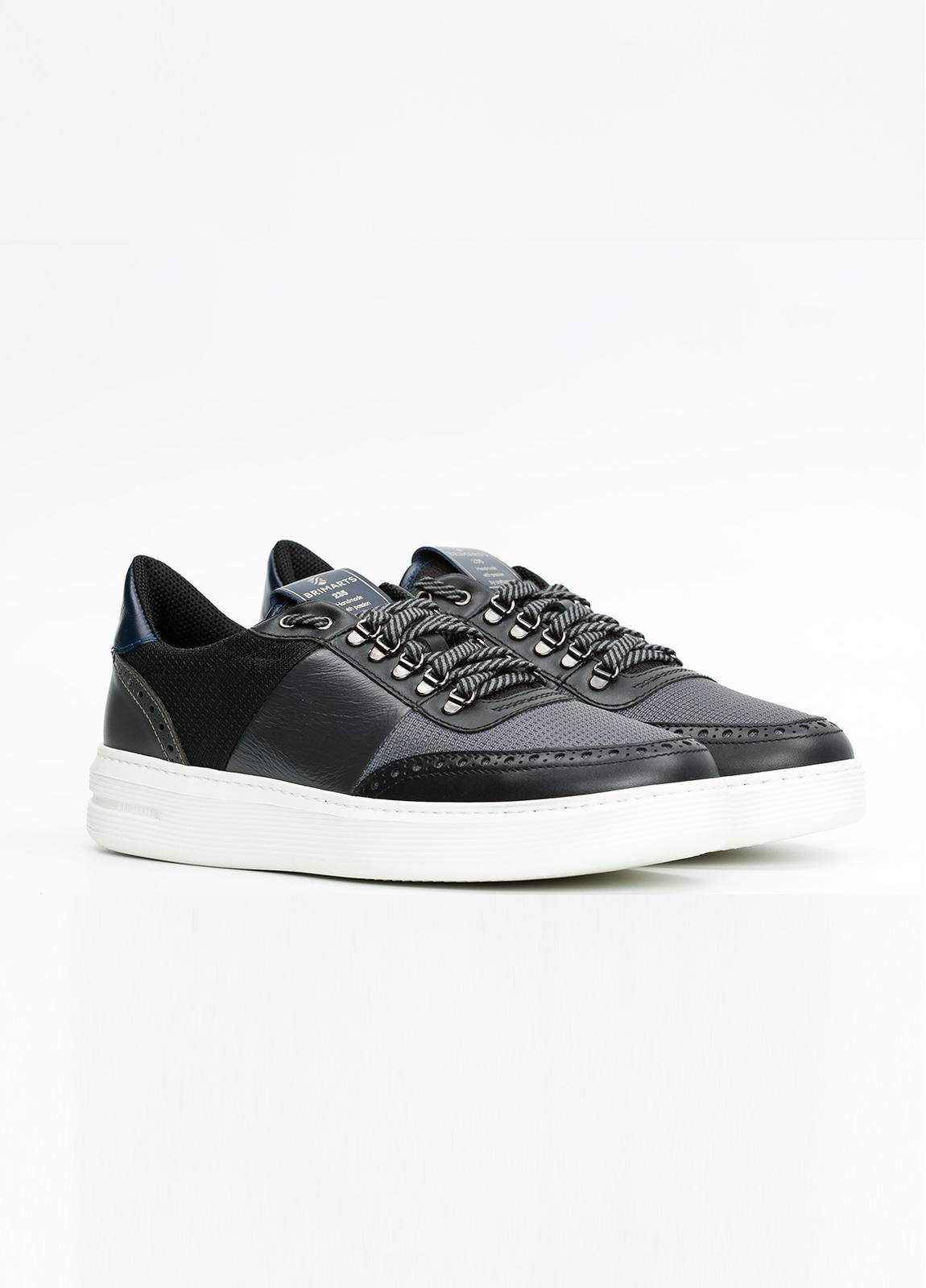 Calzado sport color negro y combinación de piel y tejido técnico. - Ítem2