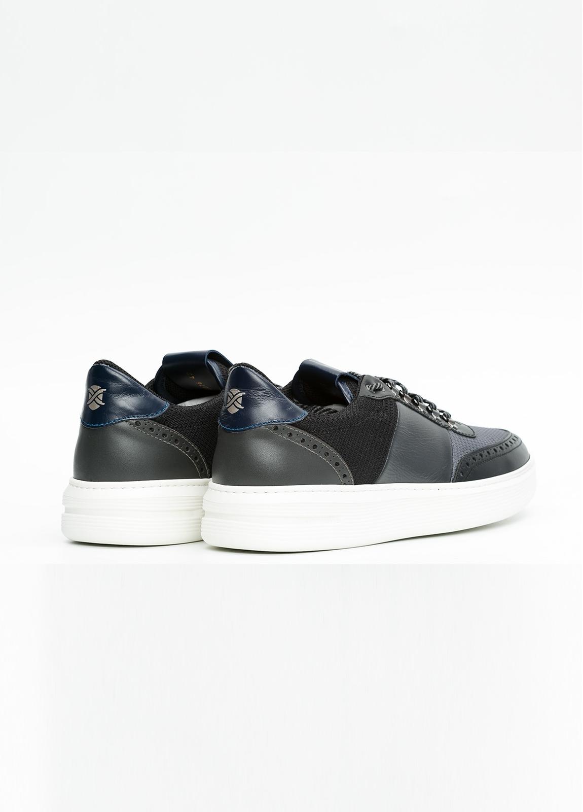 Calzado sport color negro y combinación de piel y tejido técnico. - Ítem3