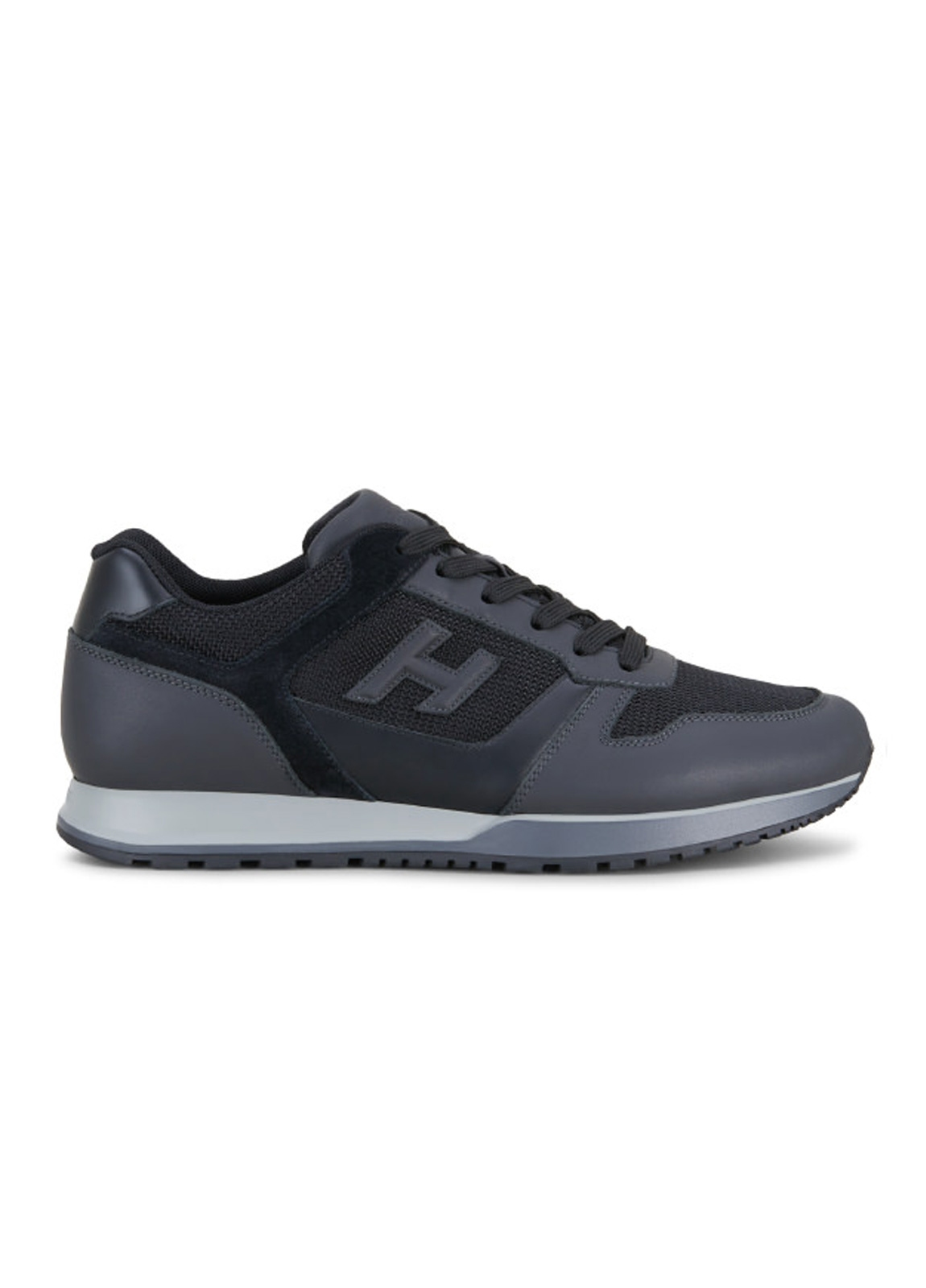 Calzado sport SNEAKER H-321 color negro. Combinación de piel, ante y tejido técnico.