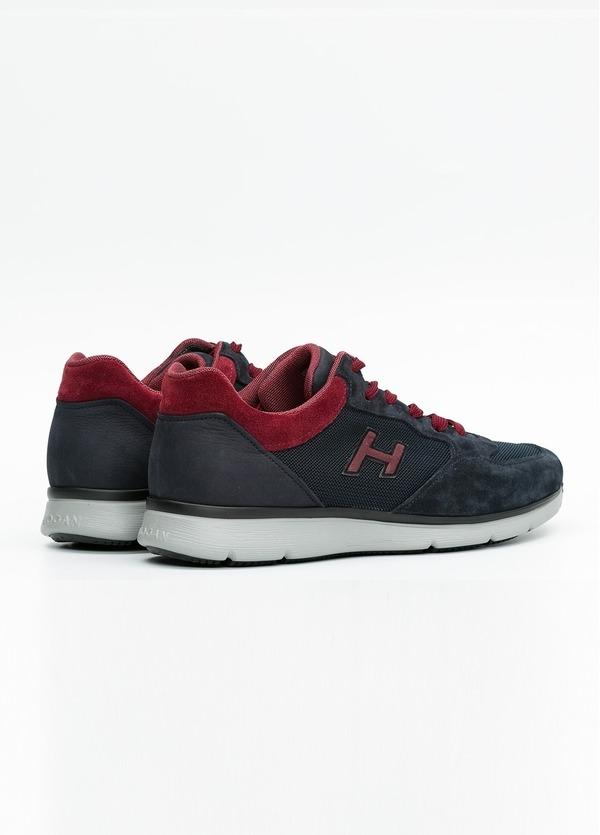 Calzado sport TRADITIONAL SNEAKER color azul marino con detalles rojos. Combinación de serraje y tejido técnico. - Ítem2