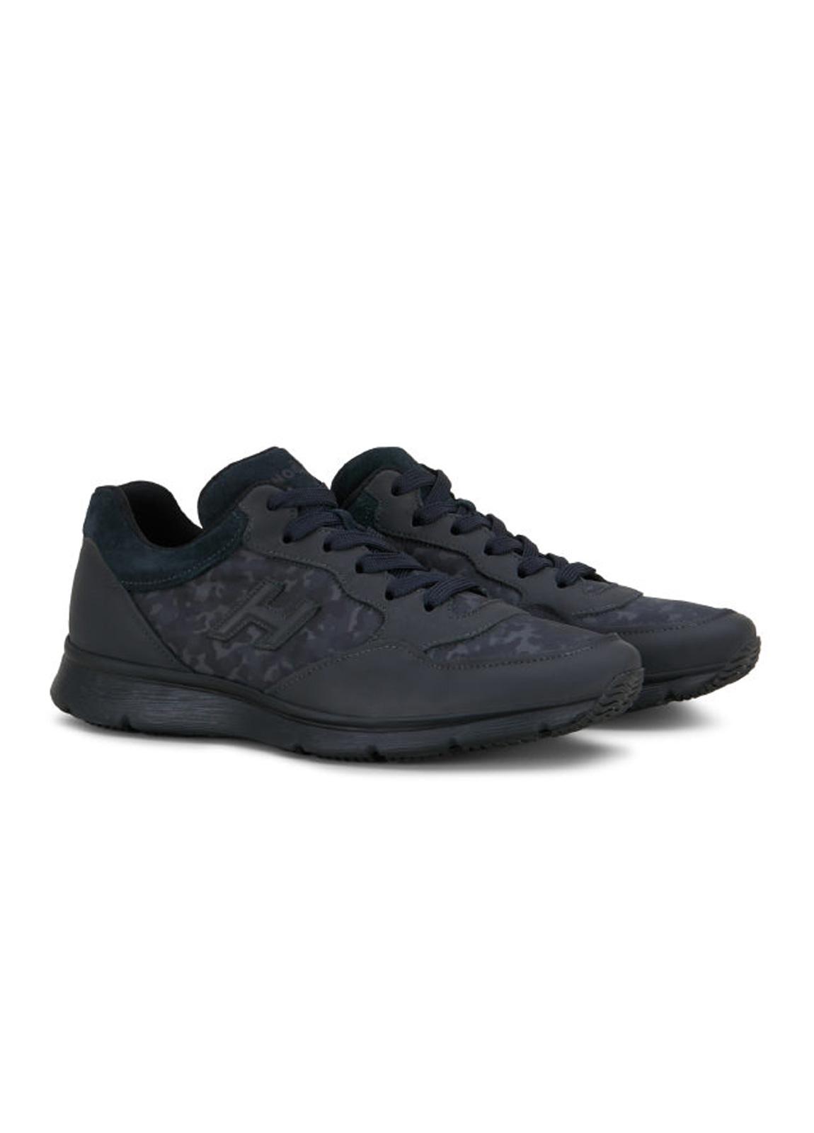 Calzado sport TRADITIONAL SNEAKER color negro. Piel con apliques en tejido técnico camuflaje y detalles en ante. - Ítem2