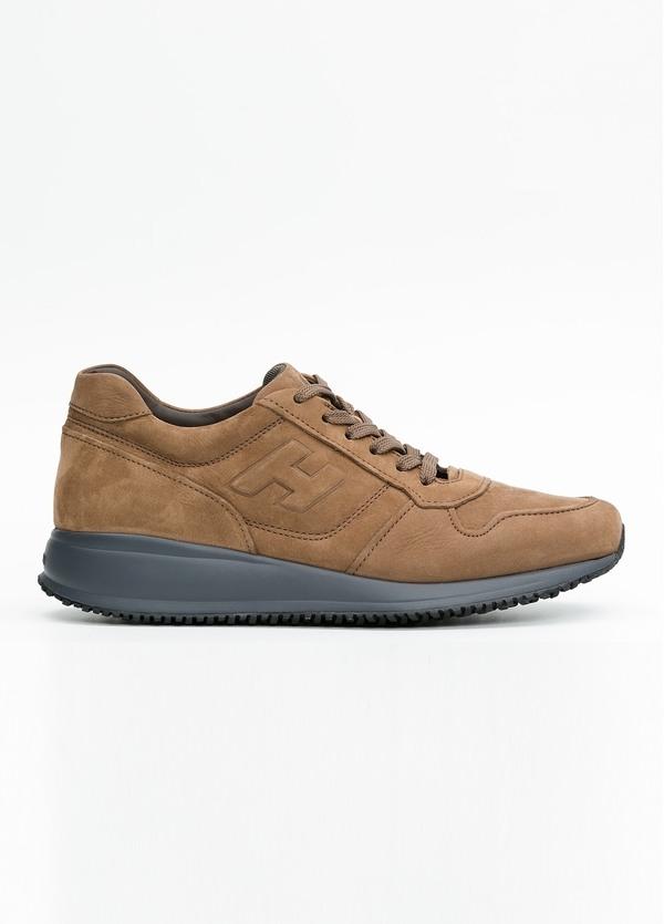 Calzado sport INTERACTIVE color marrón. 100% Nobuck.