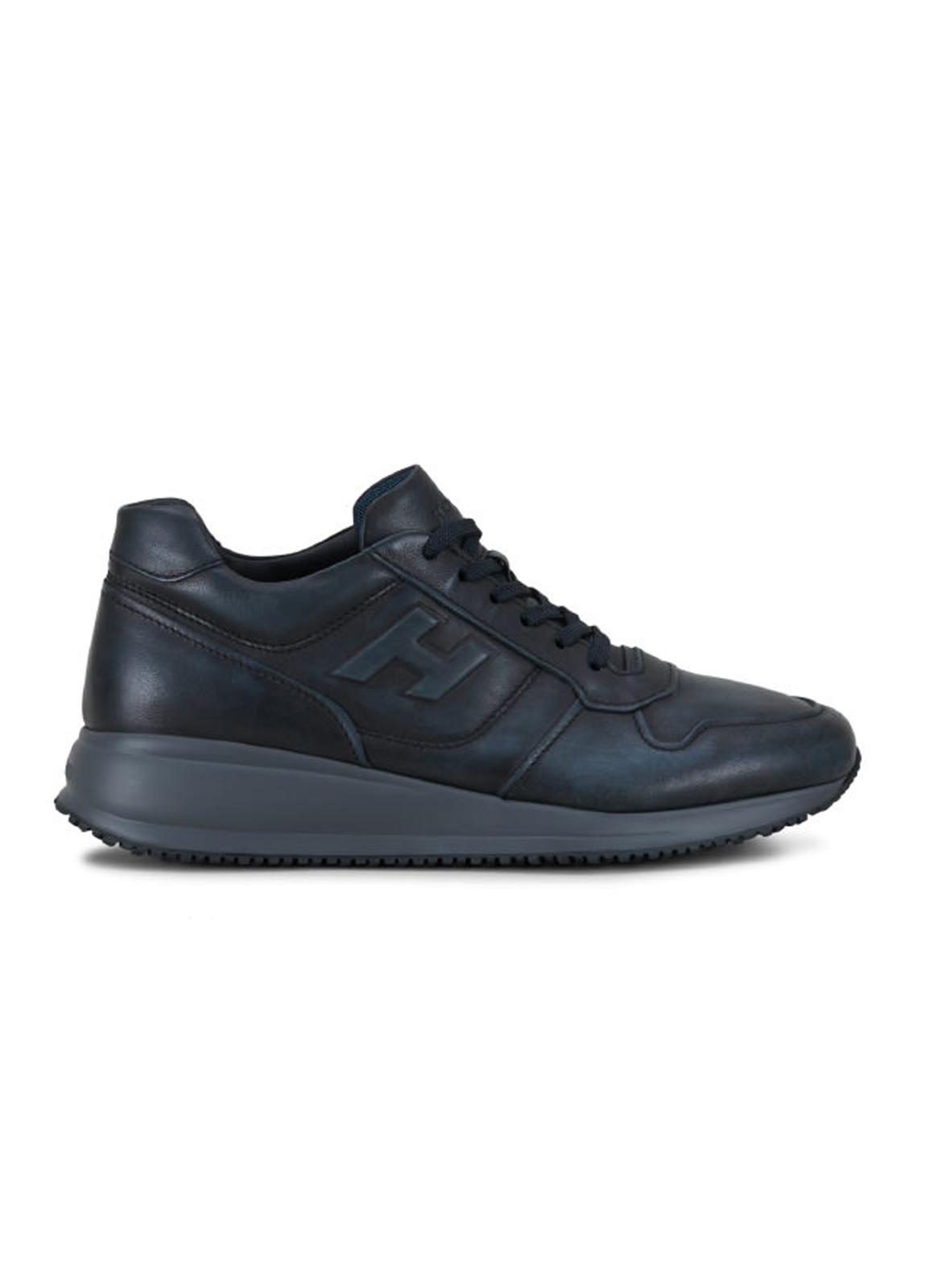 Calzado sport INTERACTIVE-N20 color azul. Piel con costuras a la vista.