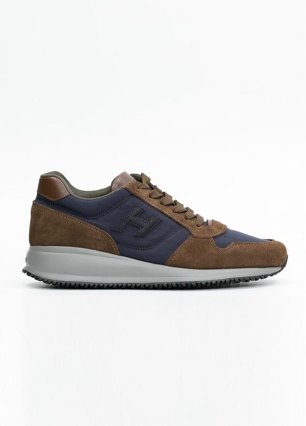 Calzado sport INTERACTIVE color marrón y azul. Combinación de serraje, tejido técnico y apliques en piel.