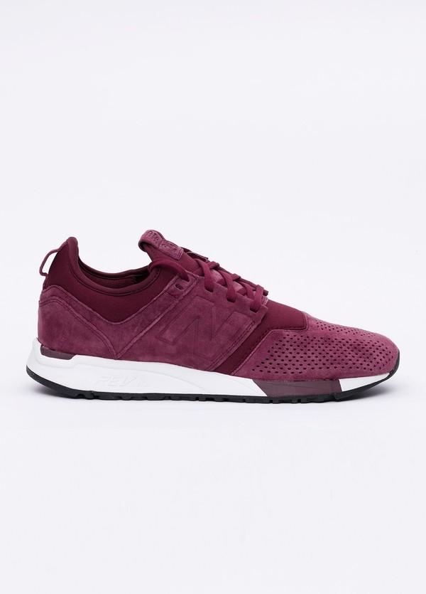 Sneaker MRL247 color rojo. Combinación de serraje y tejido técnico.