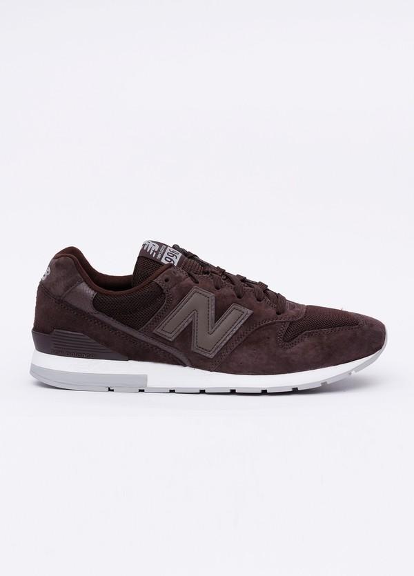 Sneaker MRL996 color marrón. Combinación de serraje, tejido técnico y detalles en piel.