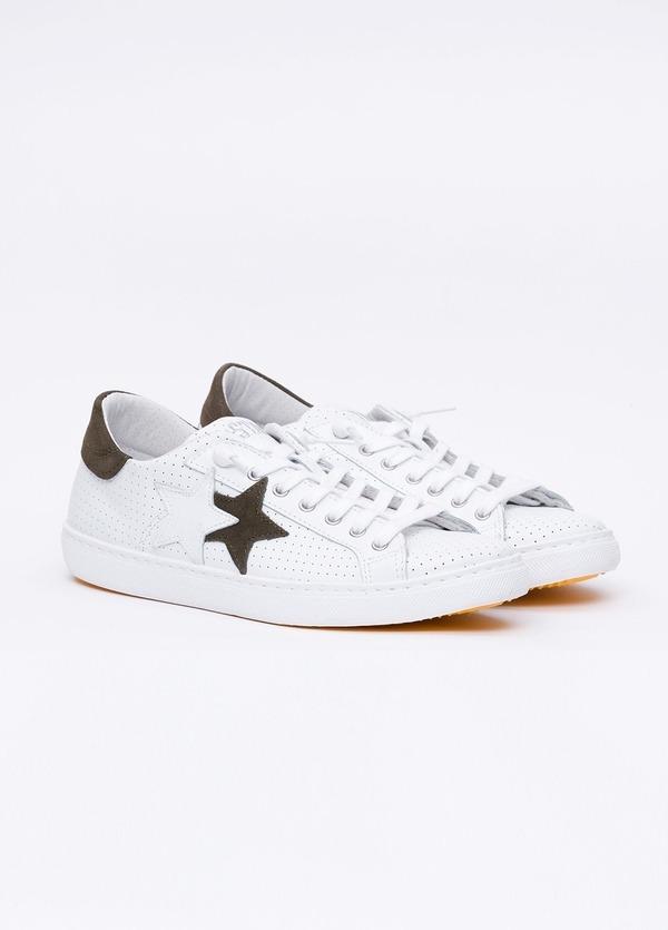 Calzado sport color blanco con detalles marrones. 100% Piel. - Ítem3