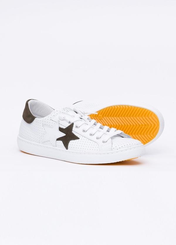 Calzado sport color blanco con detalles marrones. 100% Piel. - Ítem2