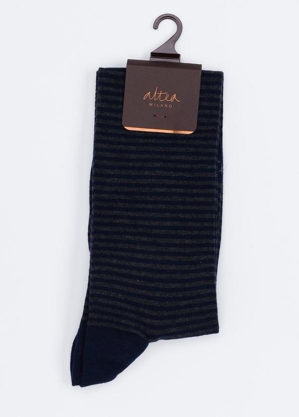 Calcetín largo de algodón con estampado de rayas color azul marino.