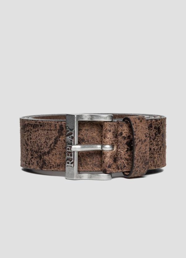 Cinturón de piel lavada color marrón. 100% Piel.