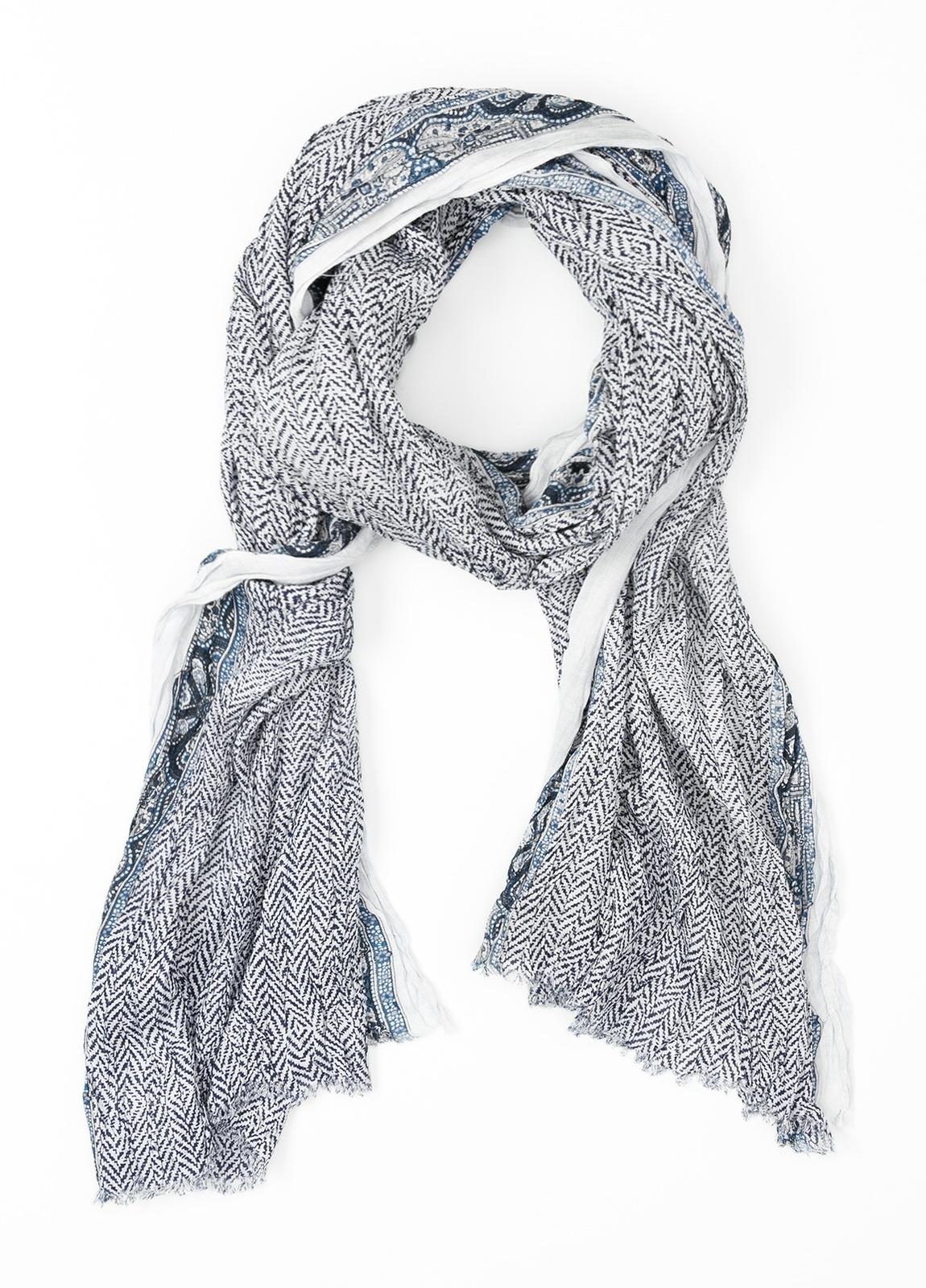 Foulard estampado étnico color azul, 60 x 185 cm. 85% Viscosa 15% Lana virgen.
