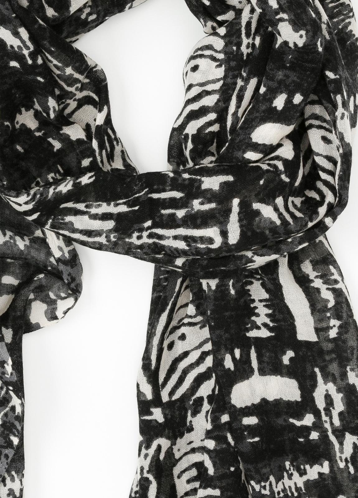 Foulard estampado étnico color gris 70 x 200 cm. 100% Lana. - Ítem1