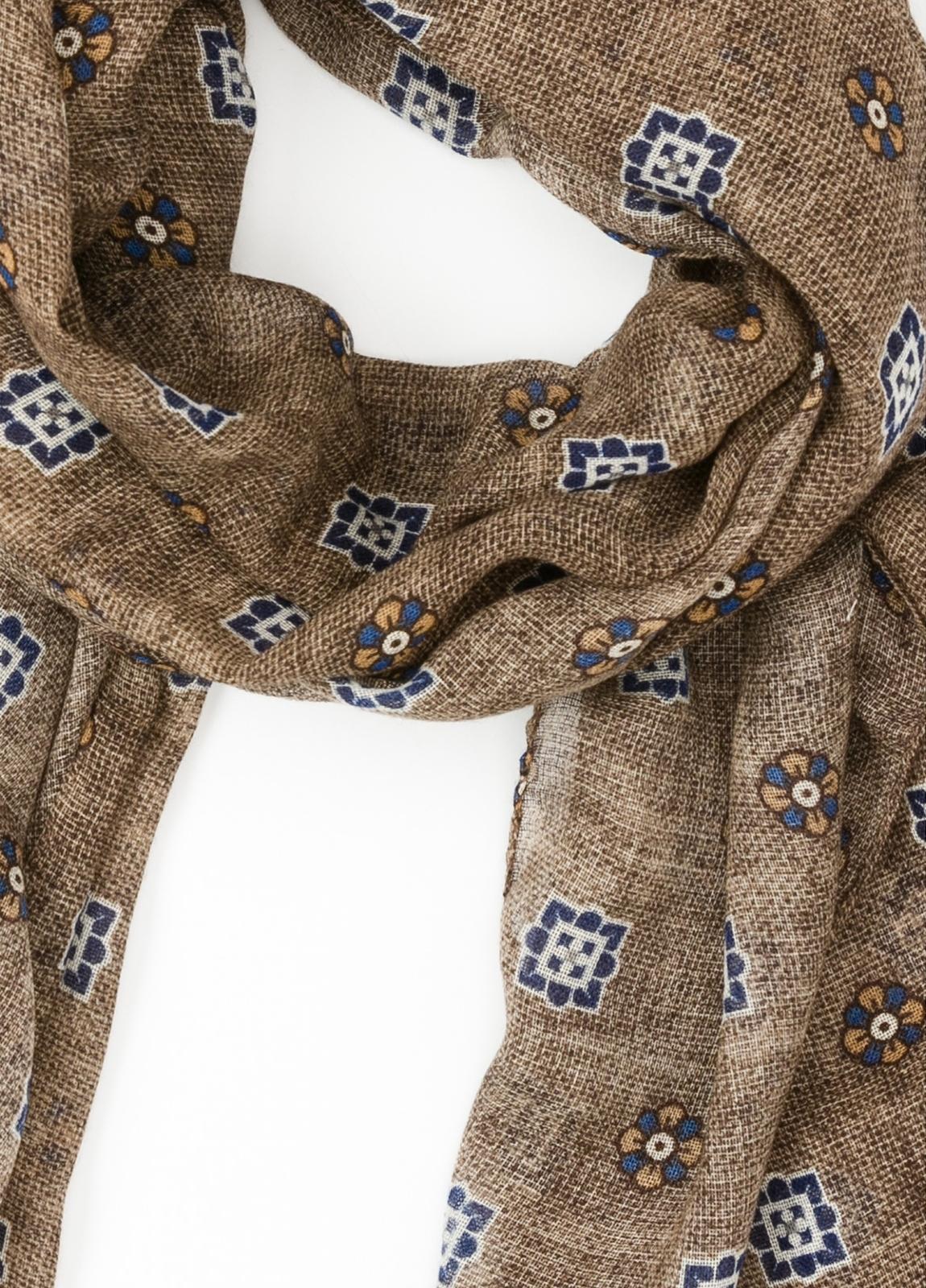Foulard estampado floral color tostado, 70 x 200 cm. 100% Lana. - Ítem1