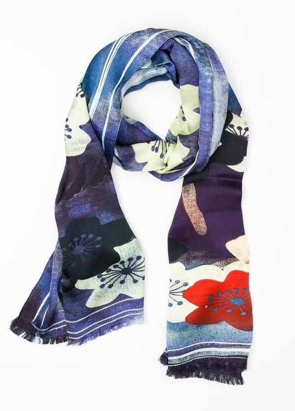 Foulard estampado floral color azul, 100 x 200 cm. 100% Seda.