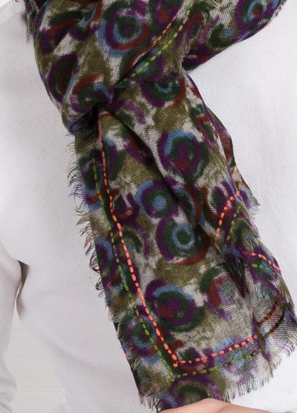 Foulard estampado fantasía color verde modelo ortensia 70 x 180 cm. 100% lana. - Ítem1