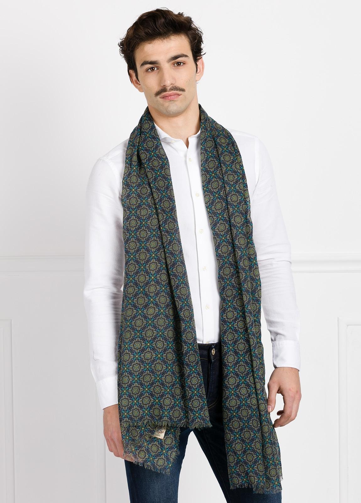 Foulard estampado étnico color azul y verde modelo giglio 80 x 200 cm. 85% lana 15% seda.