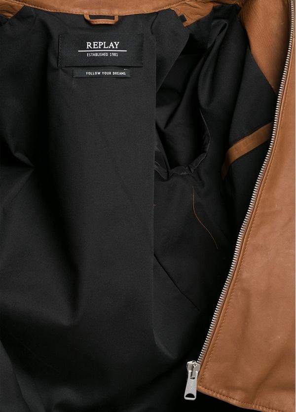 Cazadora de piel con cremallera, color marrón. - Ítem1