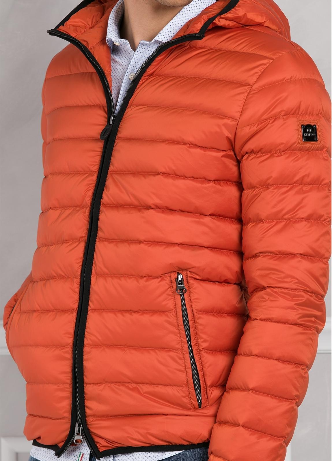 Chaqueta con capucha modelo ZEFIRO color naranja, tejido técnico. - Ítem2