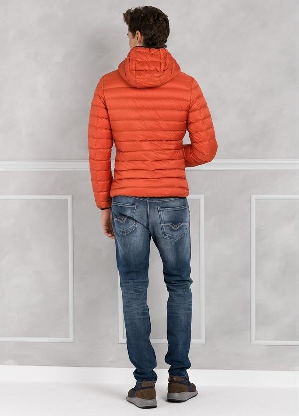 Chaqueta con capucha modelo ZEFIRO color naranja, tejido técnico. - Ítem1