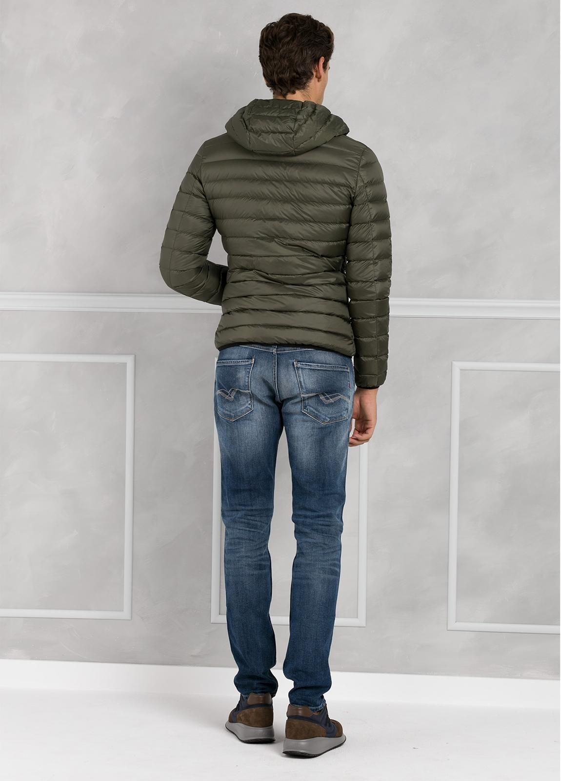 Chaqueta con capucha modelo ZEFIRO color kaki, tejido técnico. - Ítem2
