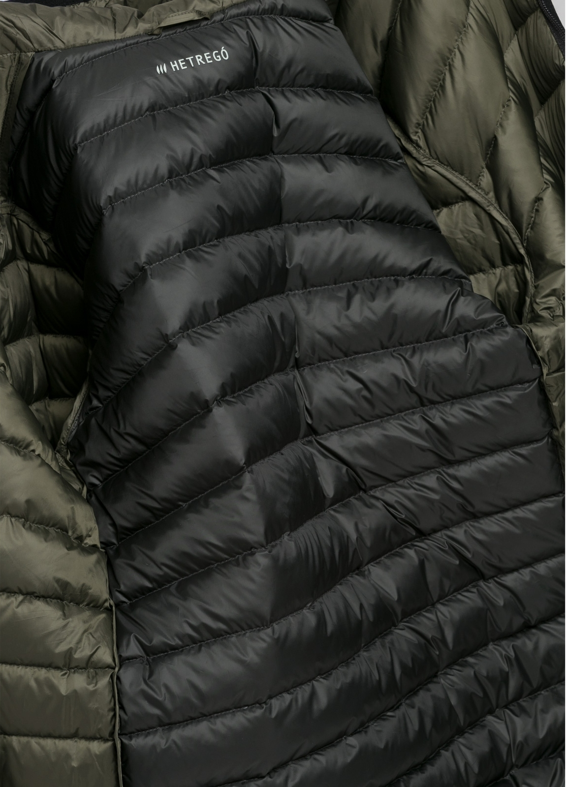 Chaqueta con capucha modelo ZEFIRO color kaki, tejido técnico. - Ítem1