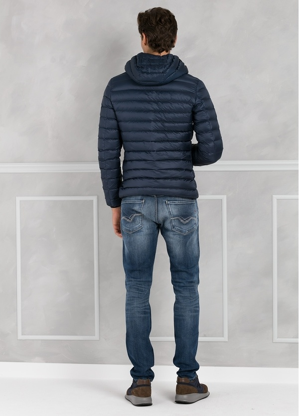 Chaqueta con capucha modelo ZEFIRO color azul marino, tejido técnico. - Ítem3
