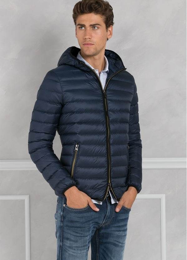 Chaqueta con capucha modelo ZEFIRO color azul marino, tejido técnico. - Ítem1