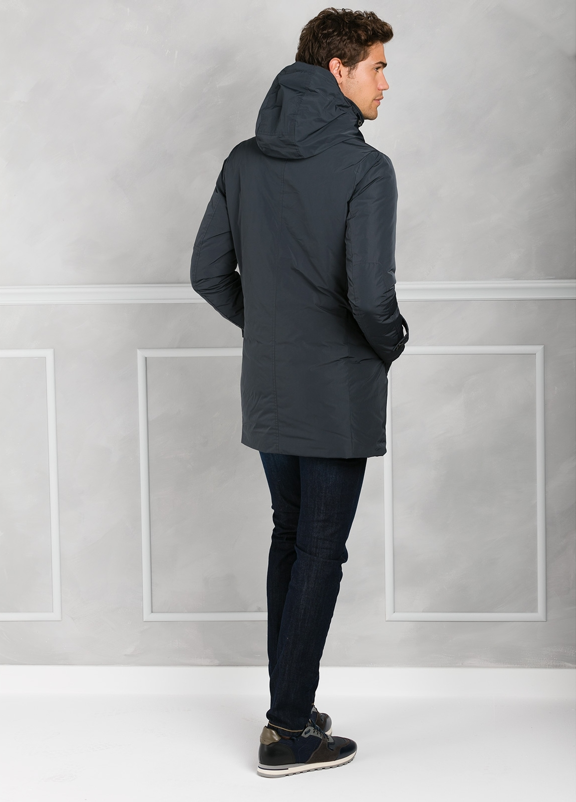Chaqueta larga con capucha modelo NYLON-LUX color gris. Tejido técnico. - Ítem2