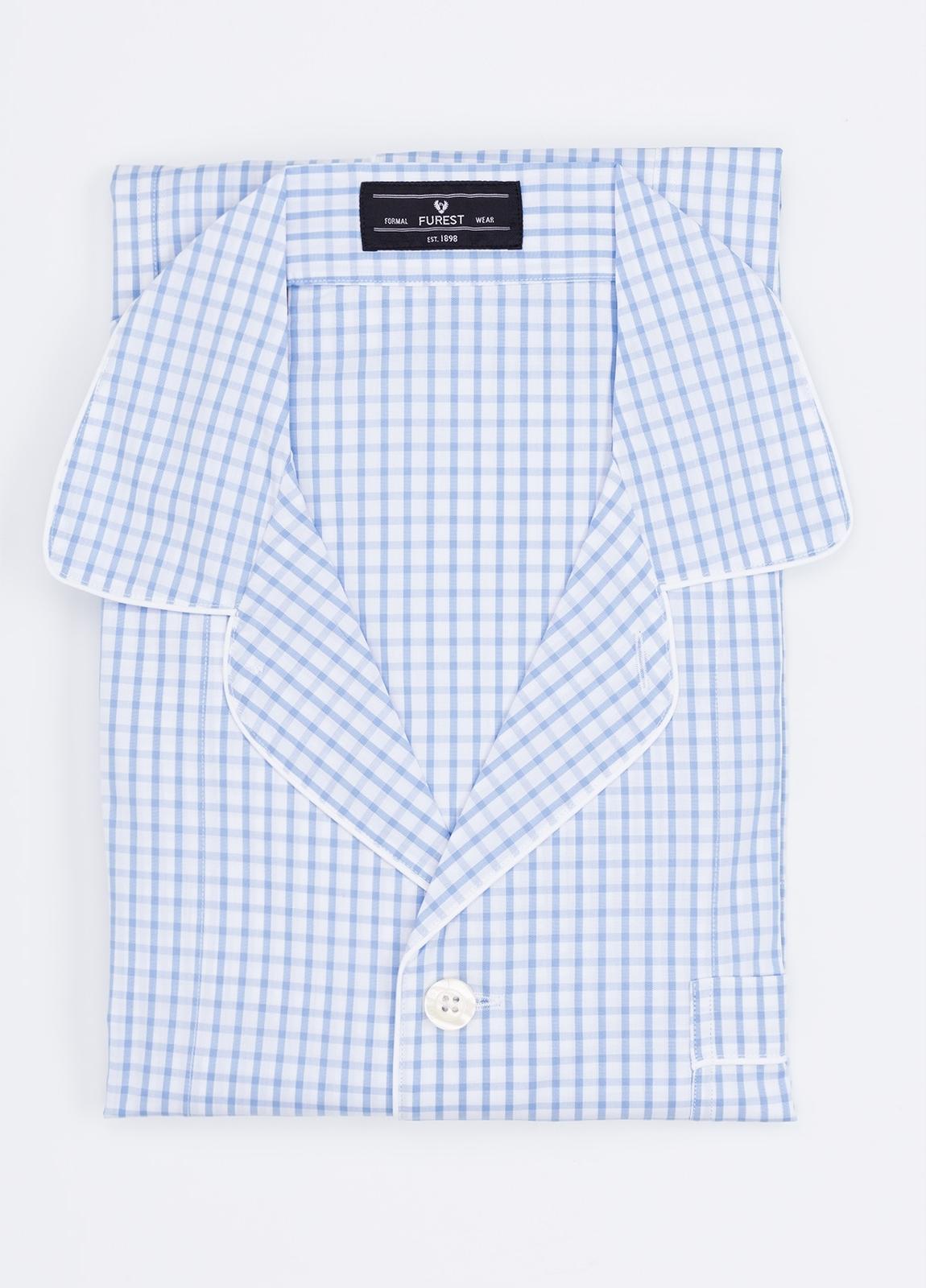 Pijama LARGO dos piezas, pantalón largo con cinta no elástica y funda incluida color celeste con estampado cuadro ventana. 100% Algodón.