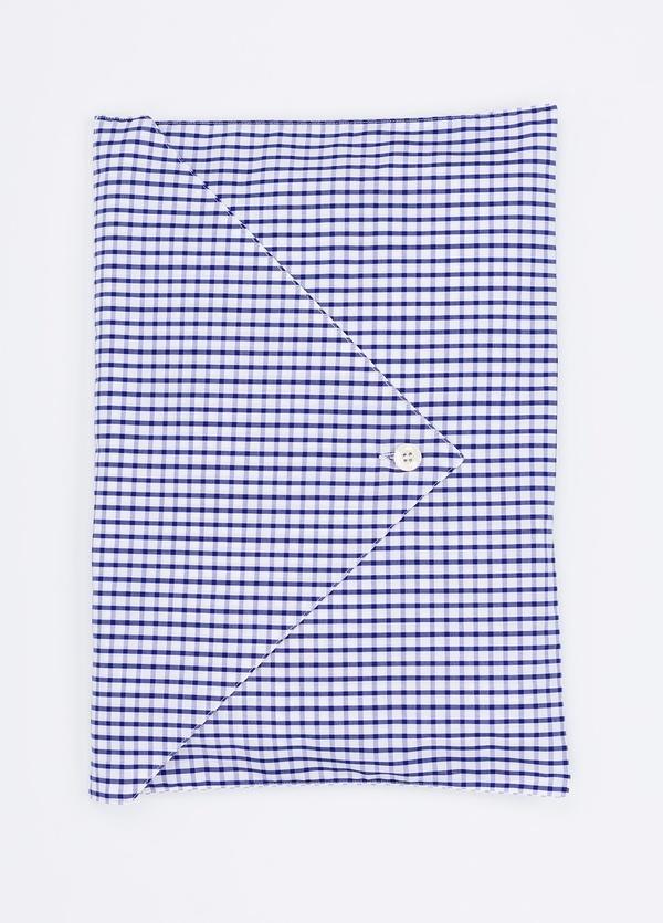 Pijama LARGO dos piezas, pantalón largo con cinta no elástica y funda incluida color azul con estampado cuadro ventana. 100% Algodón. - Ítem1